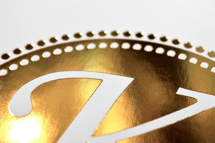 mit Heißfolienprägung harmonische Flächen in Gold erzielen